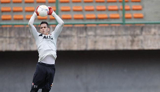 O paraguaio 'Gatito' Fernández será o goleiro do Vitória na terça-feira - Foto: Joá Souza l Ag. A TARDE l 03.07.2015
