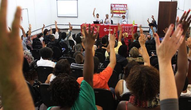 Assembleia dos professores da Uneb que manteve a paralisação - Foto: Divulgação | Aduneb
