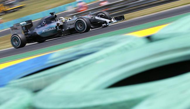Hamilton garante o melhor tempo e sua nona pole de 10 corridas da temporada - Foto: Laszlo Balogh | TPX Images of The Day | Ag. Reuters