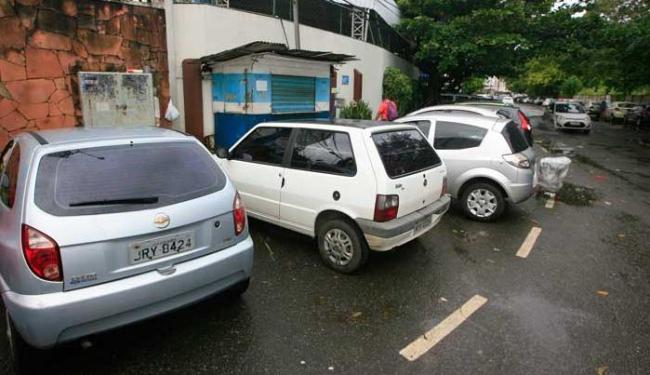 Segundo irmã, comerciante morto passou a morar na barraca depois que roubaram seu carro - Foto: Edilson Lima | Ag. A TARDE