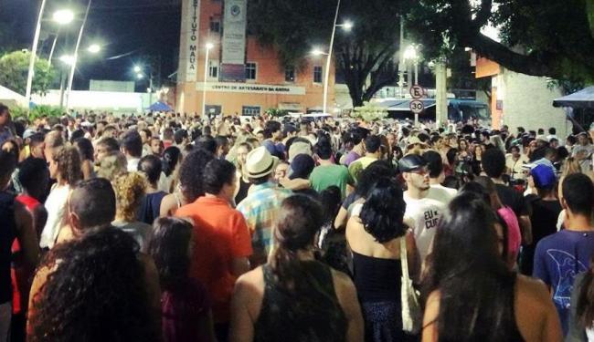 Público lotou o Porto da Barra no primeiro dia de Festival de Música e Cerveja Artesanal - Foto: Mônica Carvalho | Reprodução | Facebook