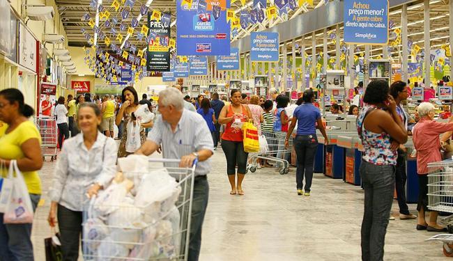 Alta de preços para idosos já atingiu 9,37% nos 12 meses - Foto: Adilton Venegeroles   Ag. A TARDE   14.06.2013
