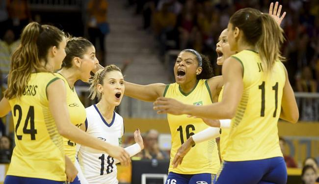 Meninas do Brasil comemoram classificação antecipada para a semifinal - Foto: William Lucas | Inovafoto | CBV