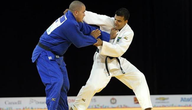 Luciano Corrêa enfrentou o canadense Marc Deschenes - Foto: Agência Reuters