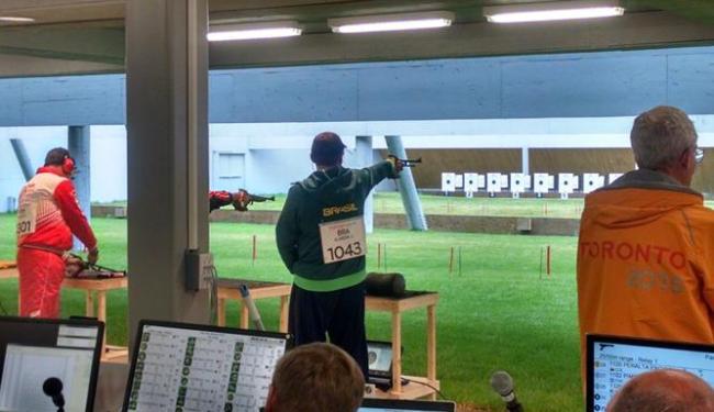 Julio Almeida venceu a prova na pistola de 50 metros e conquistou a medalha de ouro - Foto: Divulgação | COB