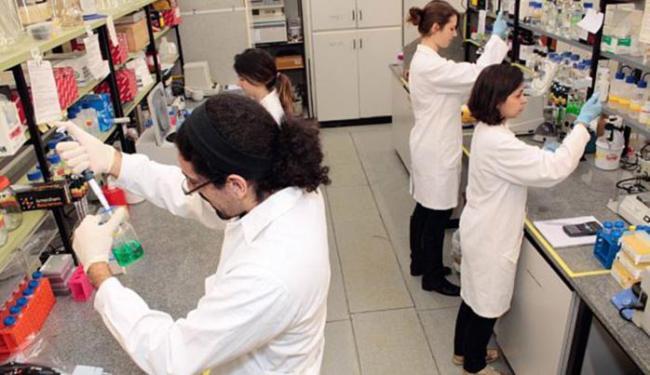 Laboratório do Instituto de Química da Universidade de SP: instituição caiu dois pontos em avaliação - Foto: Marcos Santos l USP l Divulgação