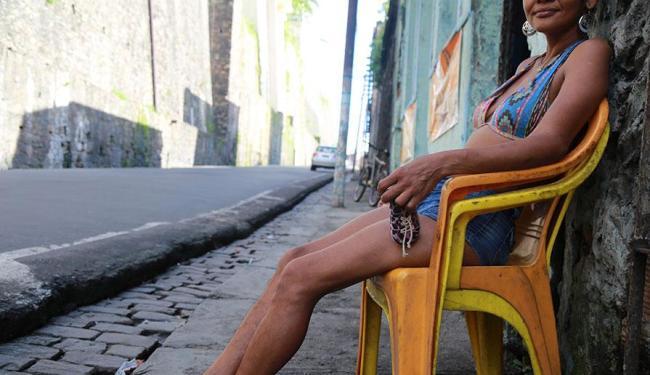 Prostitutas se queixam de que os clientes estão cada vez mais escassos - Foto: Joá Souza   Ag. A TARDE