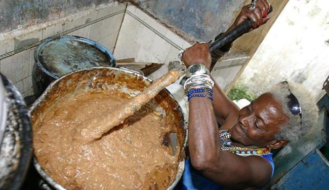 Mãe Preta servia alimento aos mais necessitados - Foto: Elói Corrêa l Ag. A TARDE l 08.08.2005