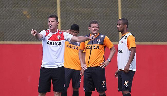 O técnico Vagner Mancini orienta time no treinamento - Foto: Eduardo Martins l Ag. A TARDE