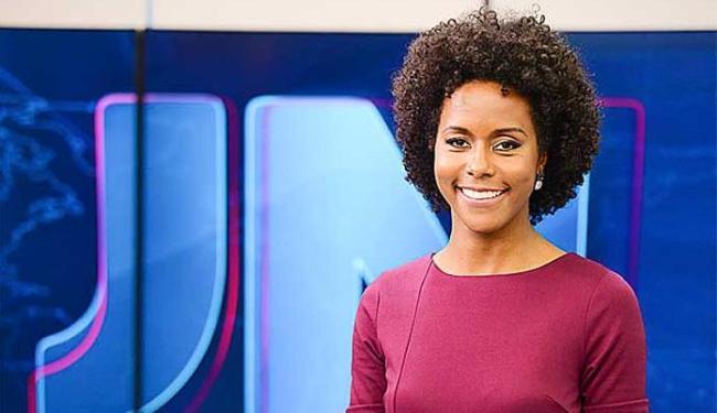 Maju, garota do tempo do 'JN', foi vítima de racismo no Facebook do jornal - Foto: TV Globo | Divulgação