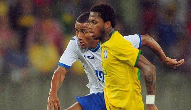 O meia Fred defende a Seleção Brasileira em amistoso contra Honduras, no Rio  Grande do Sul - Foto: Edison Vara l Reuters l 10.06.2015
