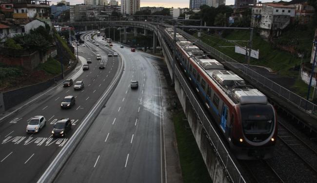 Acidente aconteceu por volta das 14h - Foto: Joa Souza   Ag. A TARDE