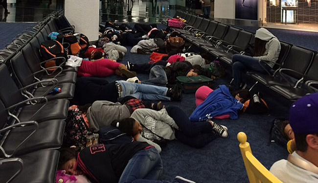 Brasileiros à espera de um novo embarque no aeroporto de Miami - Foto: Bianca Valadares | Via WhatsApp