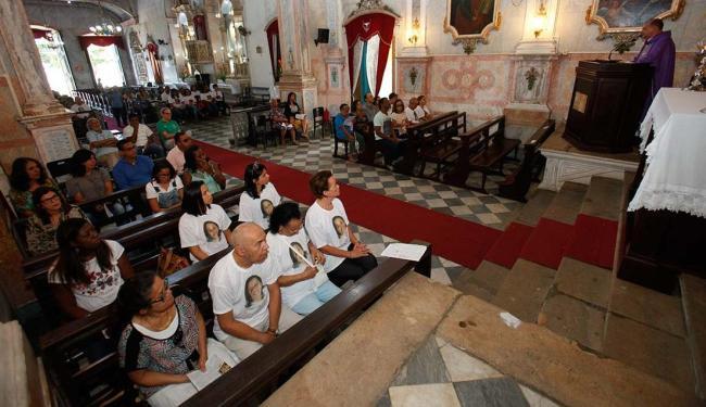 Celebração em memória de Anilene foi realizada na Igreja de Santo Antônio Além do Carmo - Foto: Margarida Neide   Ag. A TARDE