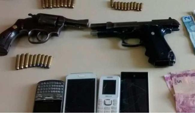A polícia encontrou armas e outros objetos com a quadrilha - Foto: Polícia Civil   Divulgação