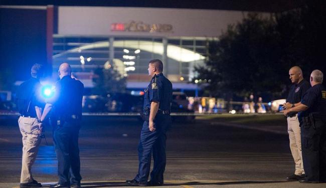 Policiais na cena do crime em Lafayette, nos Estados Unidos - Foto: Lee Celano | Agência Reuters