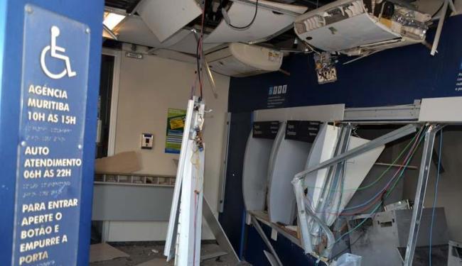 A agência da Caixa ficou completamente destruída durante a ação dos criminosos - Foto: Edgar Abbehusen I Cidadão Repórter