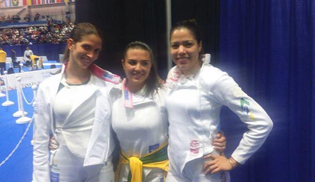 Equipe medalhista na esgrima feminina posa para foto após o terceiro lugar - Foto: Reprodução l @timebrasil
