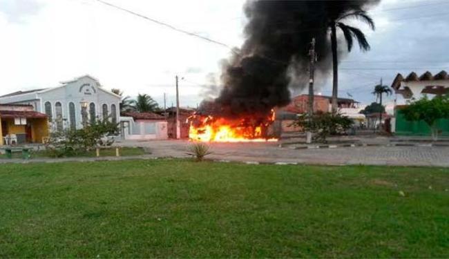 Ônibus foi incendiado por moradores de Canavieiras - Foto: Wagner Darzan | Isto É Notícia