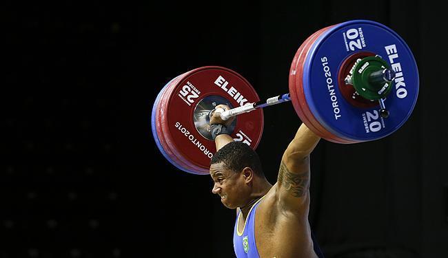 Mateus Filipe Machado conquista medalha de prata em prova dos 105kg do levantamento de peso - Foto: Felipe Dana | Associated Press