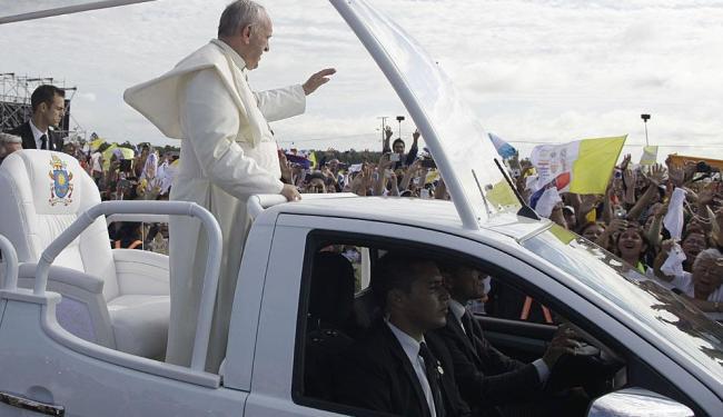 Em Assunção, o papa visitou a comunidade de Banado Norte, na periferia da cidade - Foto: Cesar Olmedo | AP Photo