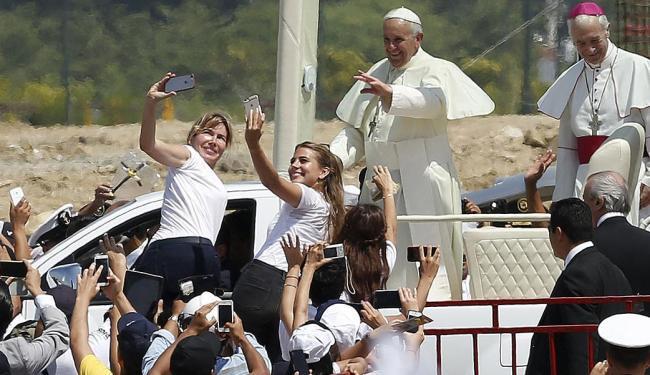 Papa foi cliclado pelos diversos dispositivos móveis - Foto: Jose Miguel Gomez | Ag. Reuters | 06.07.2015