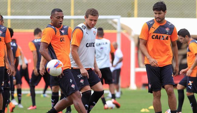 Robert, Marcelo Mattos e Pedro Ken em treino leve - Foto: Eduardo Martins | Ag. A TARDE