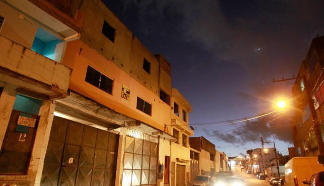 Academia funciona em prédio que preocupa moradores - Foto: Raul Spinassé | Ag. A TARDE