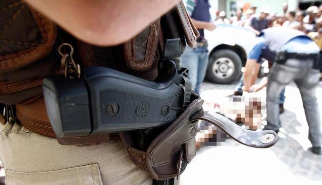 População relata temor com relação à Polícia Militar em todo o país - Foto: Luiz Tito | Ag. A TARDE | 17.04.2014