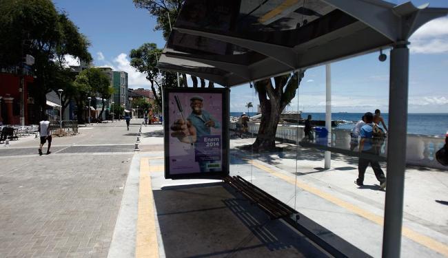 Veículos passam a ter permissão para trafegar pelo Porto da Barra - Foto: Raul Spinassé | Ag. A TARDE | 04.11.14