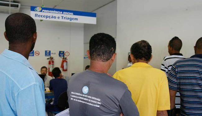 De acordo com sindicato, greve afeta atendimento em 70% das agências - Foto: Gildo Lima | Ag. A TARDE
