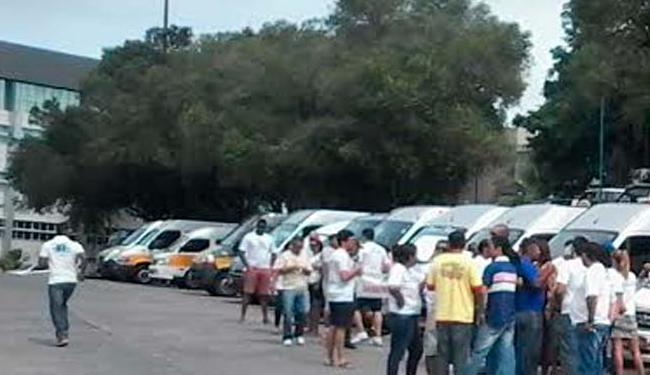 Os manifestantes se agruparam em frente ao prédio da SSP - Foto: Edilson Lima   Ag. A TARDE