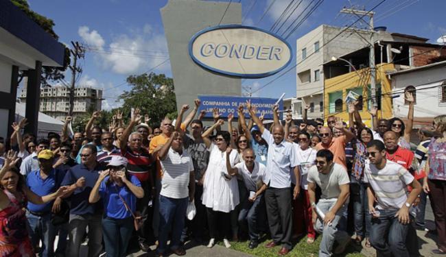 Trabalhadores protestaram em frente à sede do órgão nesta manhã - Foto: Raul Spinassé   Ag. A TARDE   22.07.2015
