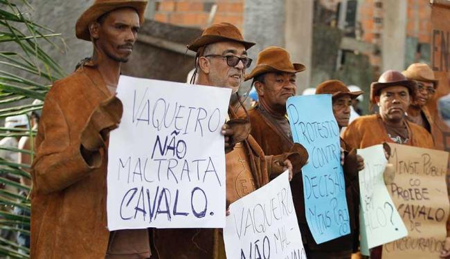 O Ministério Público proibiu o batalhão de desfilar de cavalo - Foto: Joá Souza   Ag. A TARDE