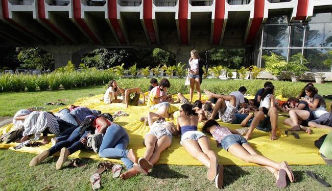 Os universitários se concentraram no local desde o início da tarde desta quarta - Foto: Lúcio Távora | Ag. A TARDE