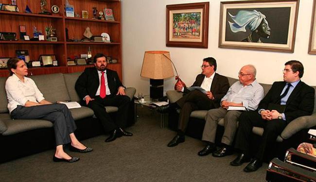 César Faria, Saulo Casali, Edivaldo Boaventura e Miguel Calmon com Mariana Carneiro - Foto: Mila Cordeiro | Ag. A TARDE