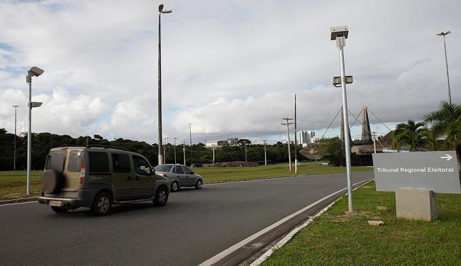 A via já se encontra sinalizada com novas placas informando a velocidade permitida - Foto: Margarida Neide   Ag. A TARDE