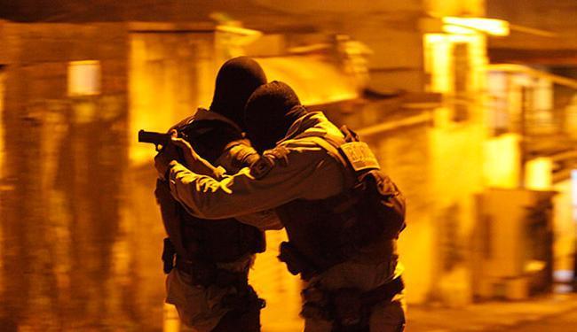 Reconstituição da operação que resultou na morte de 12 pessoas foi realizada 27 de maio - Foto: Lúcio Távora l Ag. A TARDE l 27.5.2015