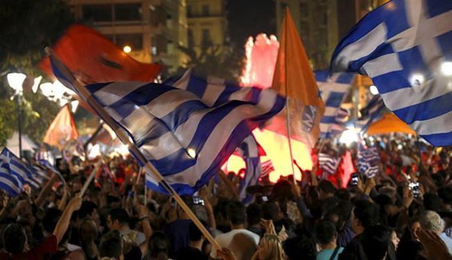 Manifestantes celebram vitória do não em referendo na Grécia - Foto: Yannis Behrakis l Reuters