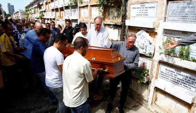 Cerimônia de adeus ao antropólogo baiano ocorreu na manhã deste domingo no Cemitério Campo Santo - Foto: Fernando Vivas | Ag. A TARDE