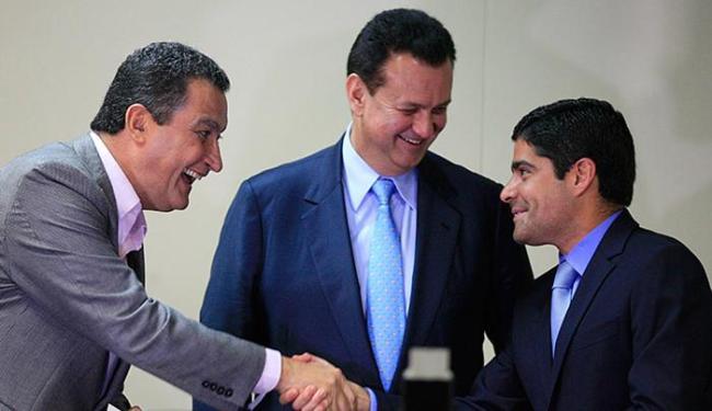 Governador Rui Costa, o ministro Gilberto Kassab e prefeito ACM Neto dão apoio a presidente - Foto: Lúcio Távora | Ag. A TARDE