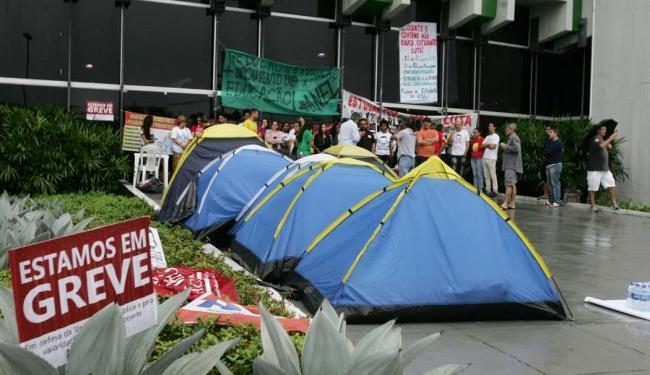 Professores, alunos e técnicos participam da ocupação - Foto: Edilson Lima | Ag. A TARDE