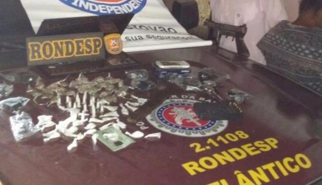 Munições, uma arma, drogas e aparelhos eletrônicos foram apreendidos pela polícia - Foto: Divulgação | Polícia Militar