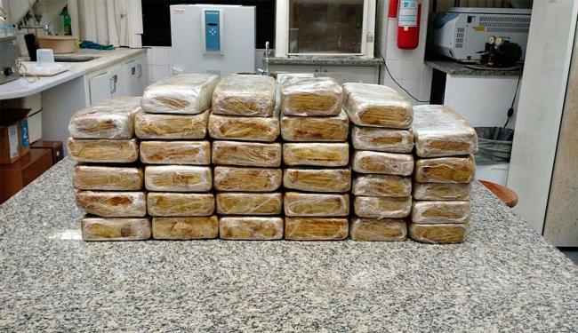 A droga foi localizada dentro de um veículo que estava na garagem - Foto: Divulgação | Polícia Federal
