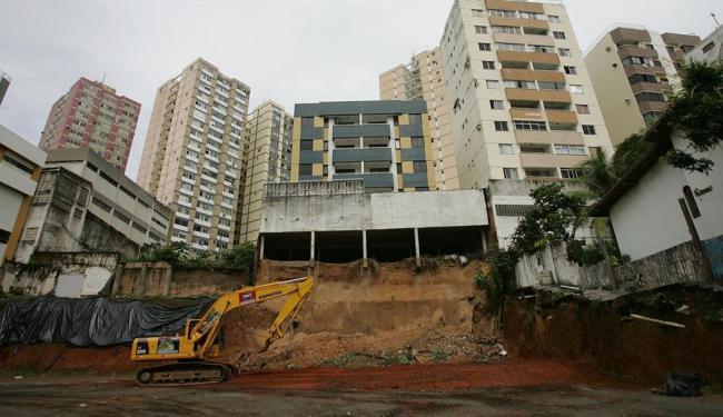 Medida vai durar até que seja provado se a construção seguiu normas técnicas - Foto: Raul Spinassé   Ag. A TARDE