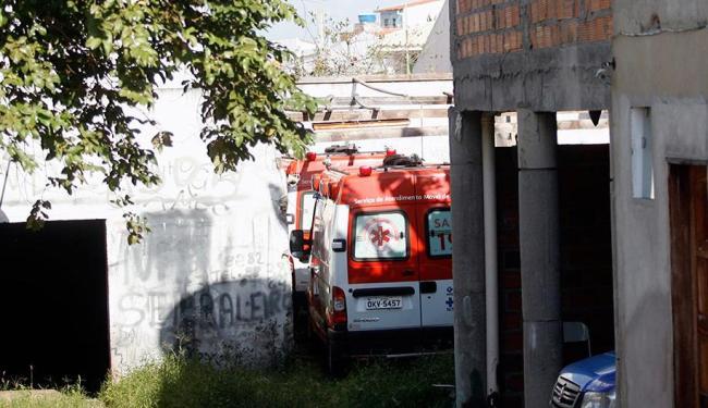 Ambulâncias estão paradas em estacionamento de empresa - Foto: Luiz Tito | Ag. A TARDE