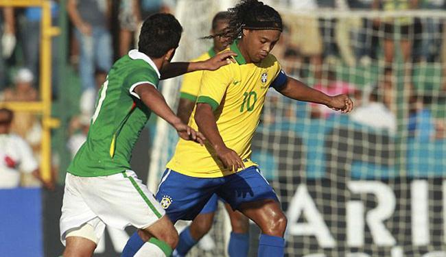A Seleção Brasileira jogou de forma gratuita para ajudar a família do garoto Kevin Espada - Foto: AP Photo
