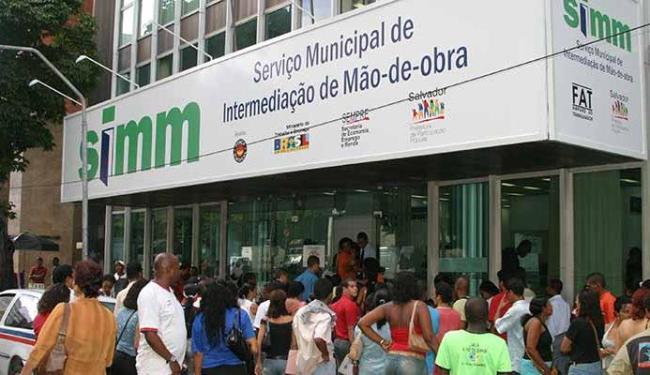 Entre as vagas ofertadas para a terça-feira, 21, cinco são para a função de operador de caixa - Foto: Eduardo Martins   Ag. A TARDE - 05.04.2005