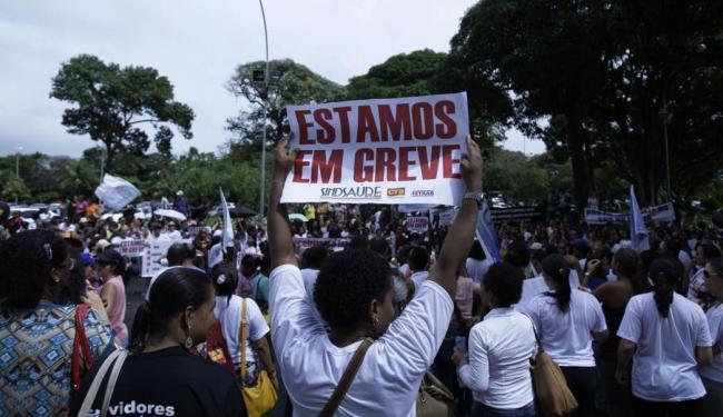 Servidores fizeram ato nesta quinta-feira, 23, na governadoria - Foto: Raul Spinassé | Ag. A TARDE