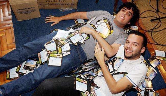 Integrantes da banda receberam as 1.200 cópias do disco Generations Dreams - Foto: Luciano da Matta l Ag. A TARDE